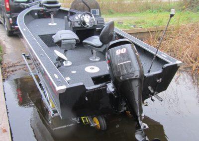496-lakehunter-achteraanzicht-traileren-768x1024